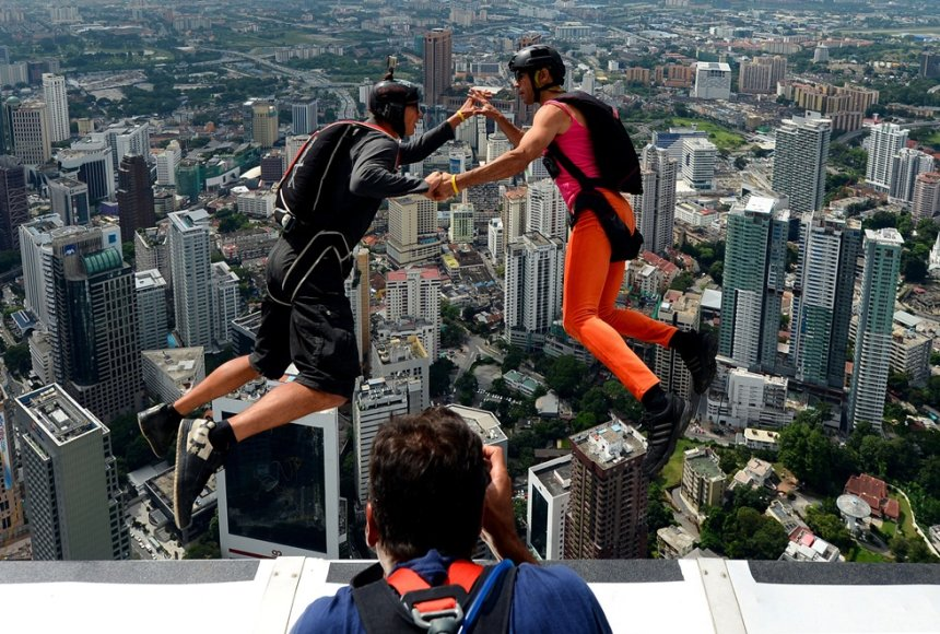 Šuolis parašiutu