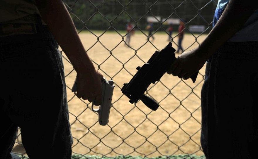 Malyje vaikams tenka ginklais ne tik žaisti, bet iš tiesų kovoti.