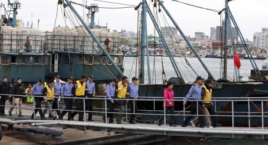Pietų Korėjoje suimti kinų žvejai, kurie, kaip teigiama, žvejojo nelegaliai.