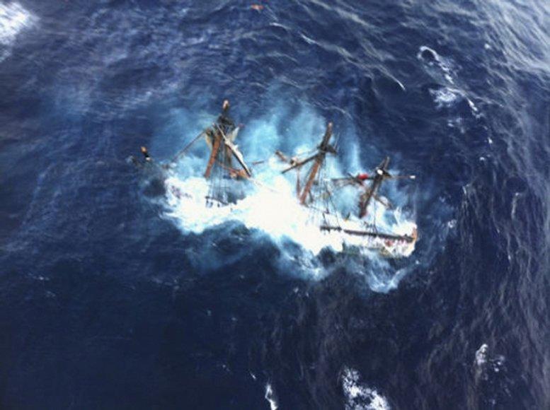 Atlanto vandenyne užfiksuotas skęstantis laivas.