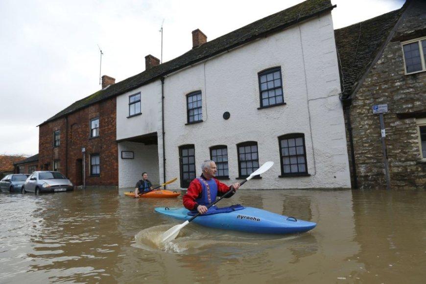 Potvynis pietvakarių Anglijos miestuose