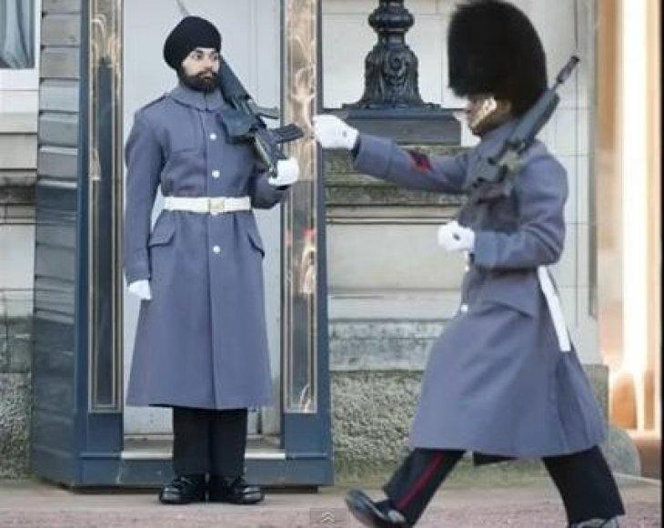 Pirmąkart ties Bekingemo rūmais kariui leista dėvėti turbaną.
