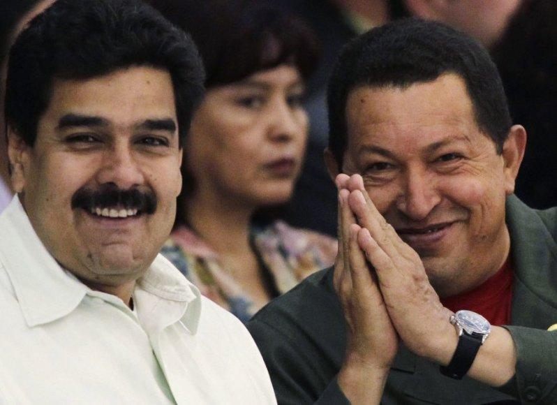 Nicolas Maduro (kairėje) ir Hugo Chavezas
