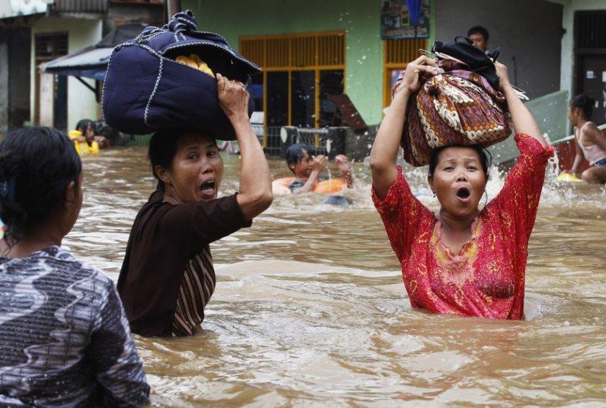 Džakartą semia potvyniai.
