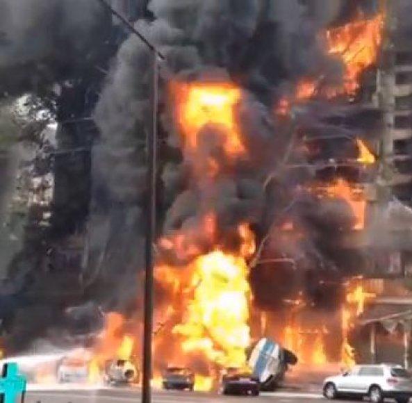 Almatoje kilo stiprus gaisras