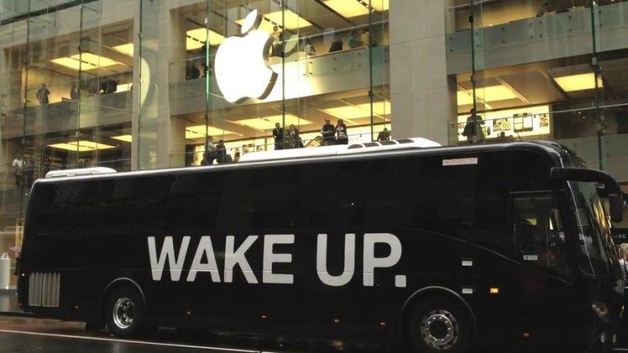 """Apple"" gerbėjai raginami atsibusti"
