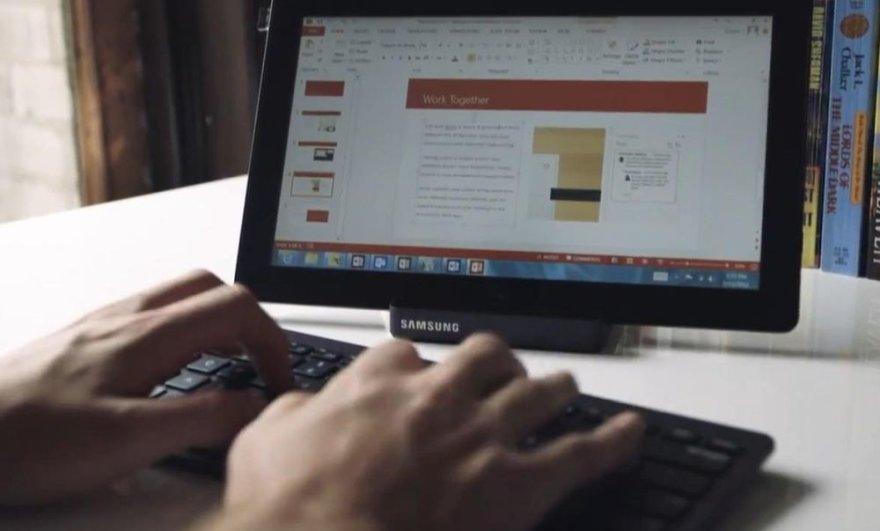 """Planšetiniame kompiuteryje įdiegtas """"Office 2013"""" programas dažnai patogiau valdyti klaviatūra ir pele, o ne prisilietimais."""