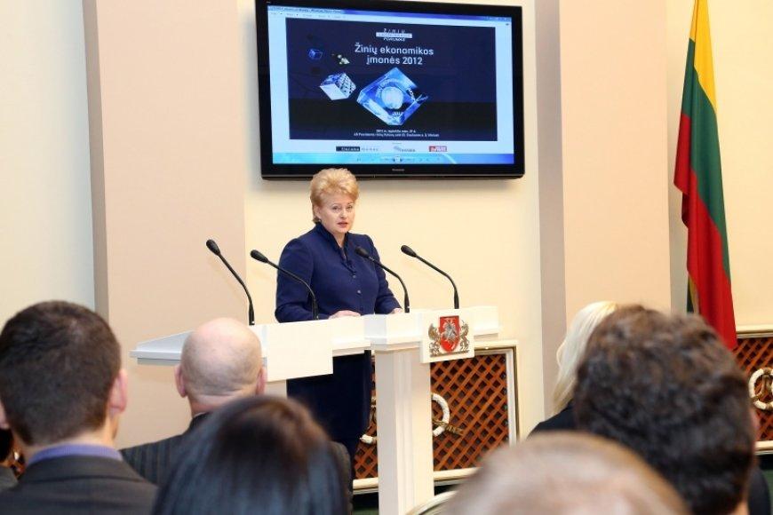 """Prezidentė Dalia Grybauskaitė įteikė """"Žinių ekonomikos įmonės 2012"""" apdovanojimus."""