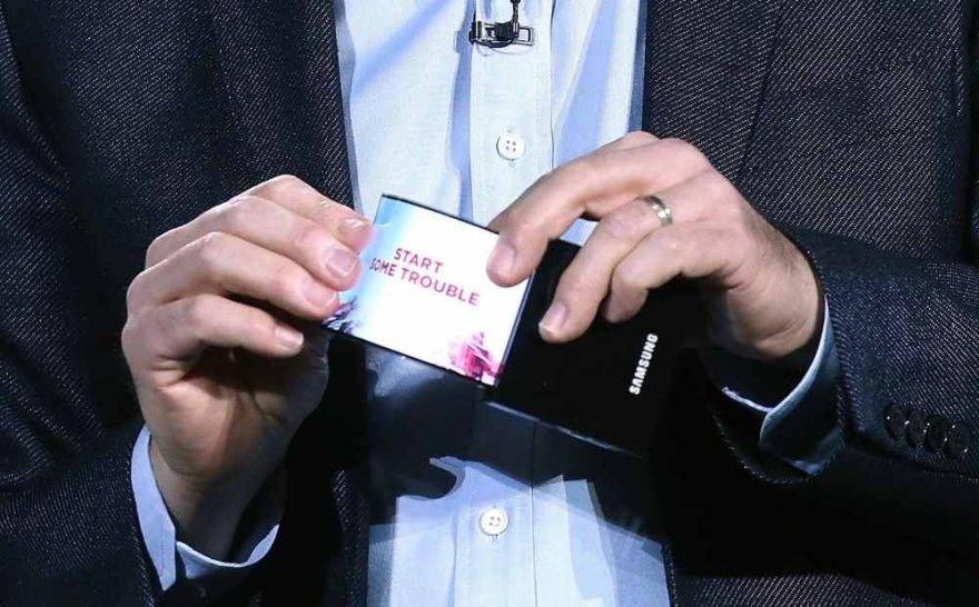 """""""Samsung"""" lankstus OLED ekranas"""