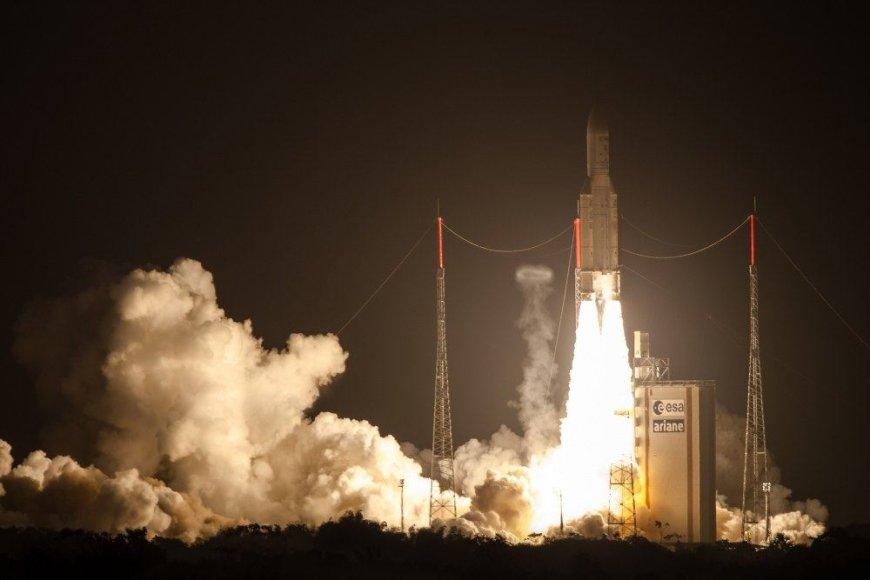 """Raketos """"Ariane 5"""" pakilimas"""