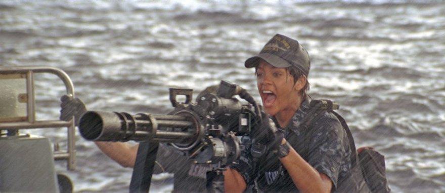"""Rihanna filme """"Laivų mūšis"""""""