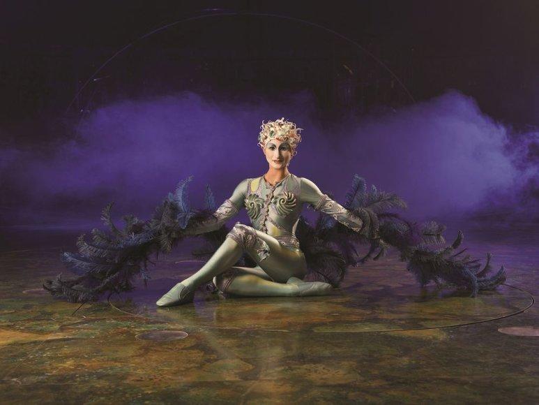 """""""Cirque du Soleil"""" šou """"Alegria"""" nimfą įkūnija Kristina Ivanova."""