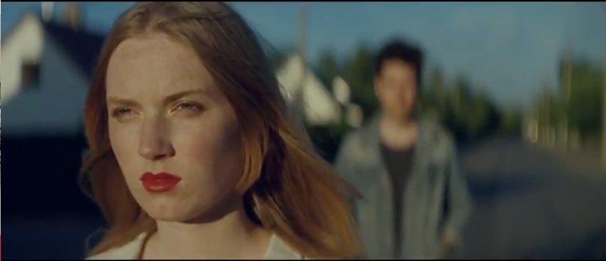 """Aušrinė Abramaitytė britų grupės """"Basttile"""" vaizdo klipe"""