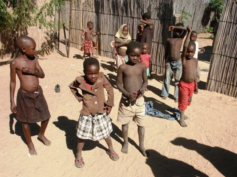 Vaikai Botsvanos kaimelyje