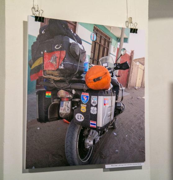 """Juliaus Kalinsko / 15min nuotr./Jolantos Navickienės fotografijų parodos """"Motociklu per Amerikos žemynus"""" atidarymas"""