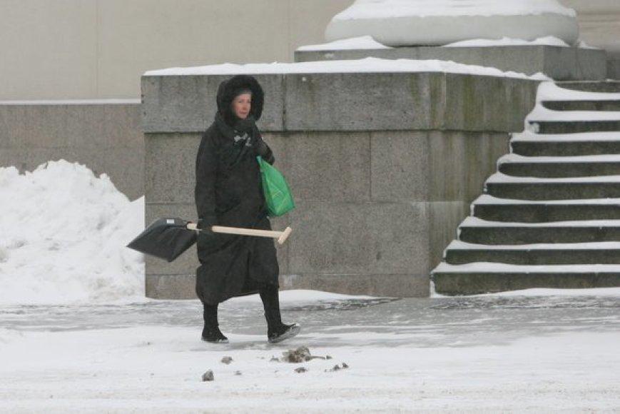 Žiemą kastuvas naudingas įrankis