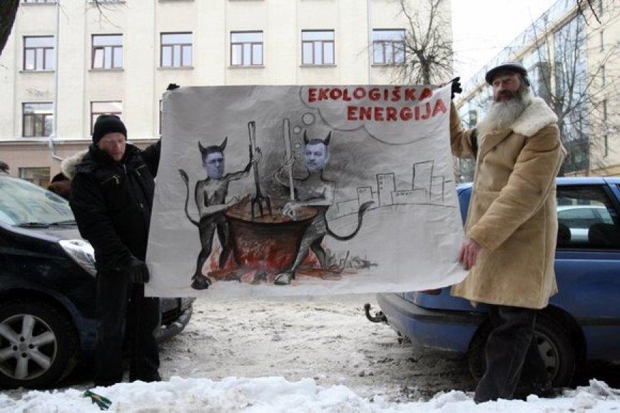 Kaune planų statyti atliekų deginimo stotį valdžia atsisakė savo iniciatyva. Tuo tarpu Vilniuje prieš tokius valdžios planus buvo sukilę gyventojai.