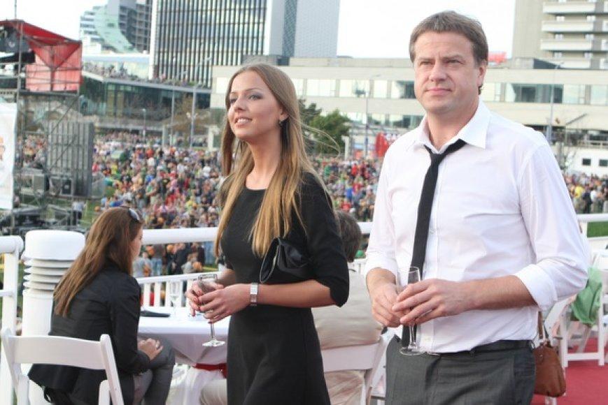 Rolandas Skaisgirys su bičiule Vaida