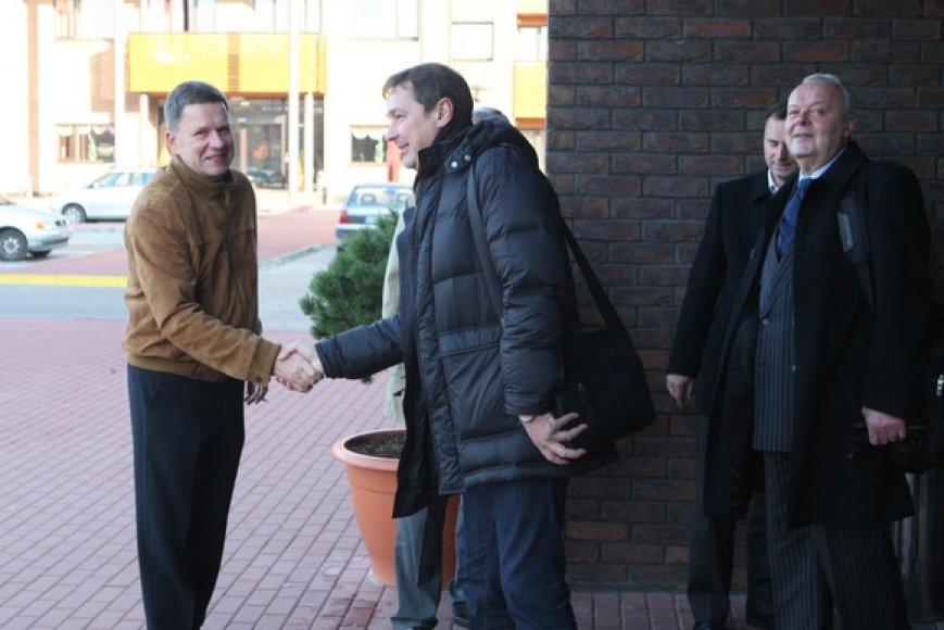 """Sostinės valdžios atstovai salę Vilniaus savivaldybėje iškeitė į pramogų ir poilsio centrą """"Trasalis""""."""