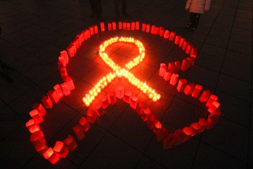 Žvakės V.Kudirkos aikštėje degė kovos su AIDS dienos proga.