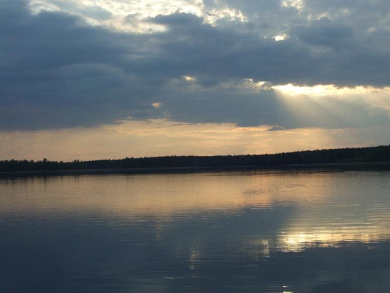 Grėsmingomis spalvomis nusidažęs dangus pranašauja audrą