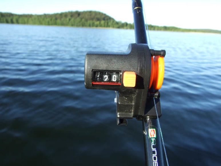 Valo skaitiklis, tvirtinamas ant meškerykočio – pati paprasčiausia ir visiems prieinama masalo užmetimo distancijos priemonė.
