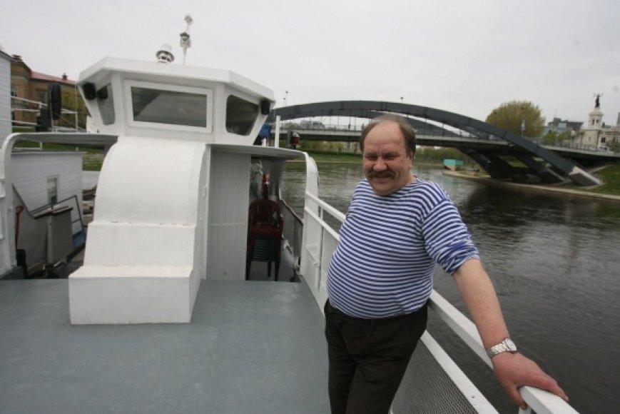 """Leono Benečio teigimu, laivo """"Ryga"""" plaukiojimo Nerimi sezonas, jeigu leis orai, šiemet truks net iki spalio pabaigos."""