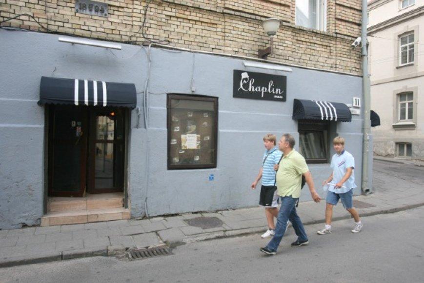 """Totorių gatvėje esanti """"Chaplin"""" kavinė kol kas alkoholio licencijos ribojimo išvengė."""