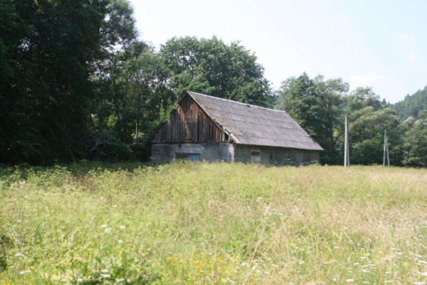 Pastatas ir 20 arų sklypas itin vertingoje vietoje šalia Vilnelės ruošiamas parduoti, nors buvę savininkai šioje vietoje vis dar nėra atgavę 80 hektarų žemės.