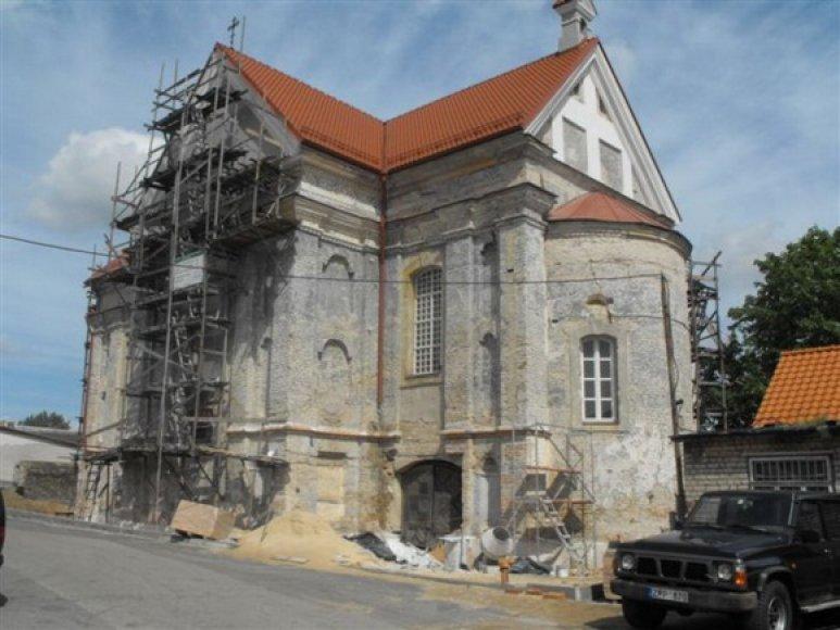 Vilniaus Šv. Stepono bažnyčios fasadai pradedami tinkuoti renesansui būdingu tamsiai pilku tinku su pelenais.