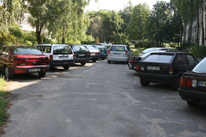 Patraukus nenaudojamus automobilius kiemuose kasmet atsiranda apie 1000 laisvų vietų kitiems automobiliams.