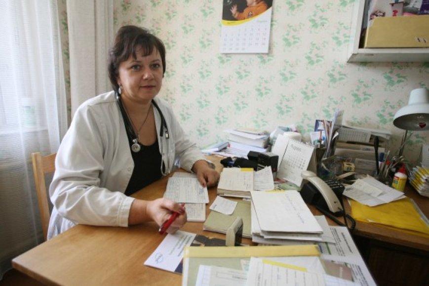 Ž.Mikalauskienės teigimu, gydytojos ne kartą pačios savo kabinetuose klijavo tapetus, kad būtų jaukiau.