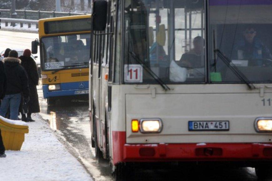 Vilniuje siūloma sujungti autobusų ir troleibusų įmones, nes tai esą leistų sumažinti administravimo sąnaudas ir galvoti ne tik apie patogesnį transportą, bet ir apie pigesnius bilietus.