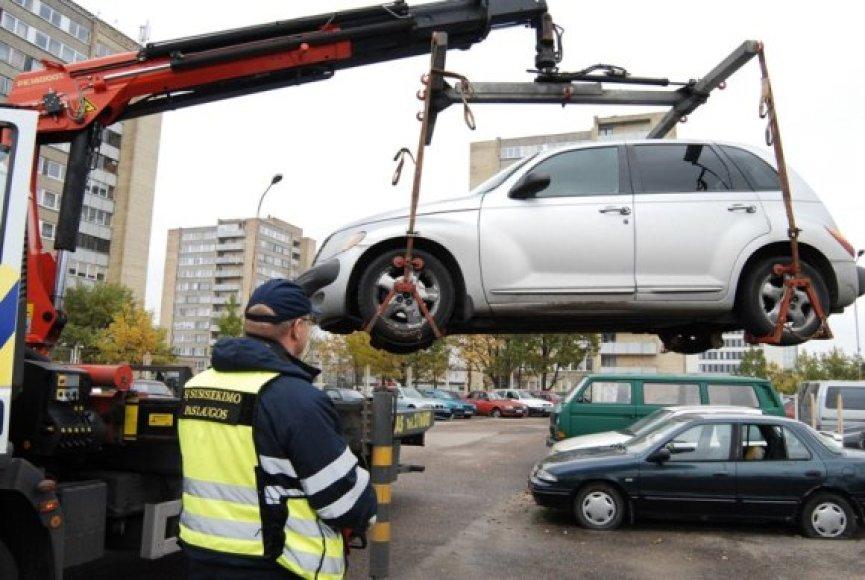 Automobilių nutempimo akcija tęsis mėnesį.