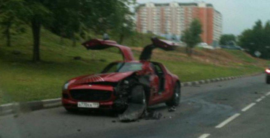 "Maskvoje sudaužytas ""Mercedes Benz SLS AMG"""
