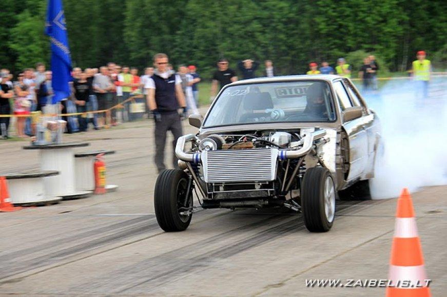 """""""Omnitel 1000 km. lenktynių"""" specialios konstrukcijos BMW"""
