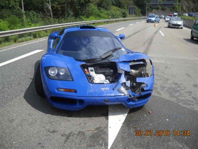 """McLaren F1"" avarija autobane Vokietijoje"