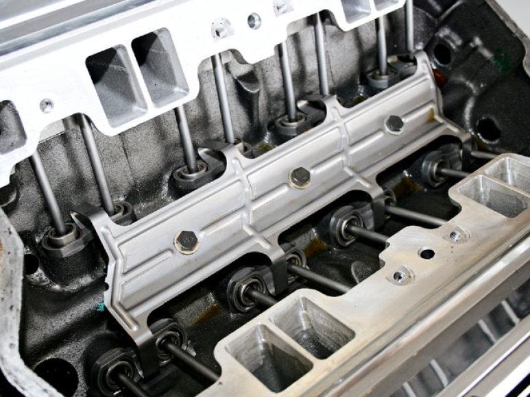 GM su SAIC kurs mažą variklį