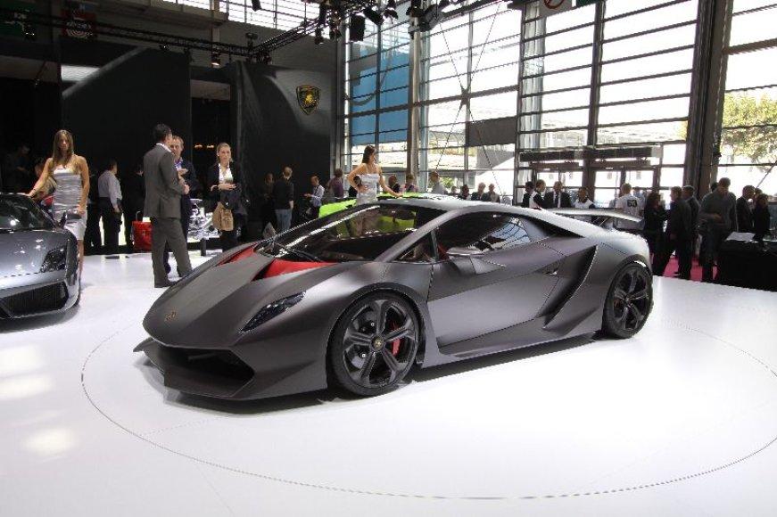 "Paryžius. ""Lamborghini Sesto Elemento"""