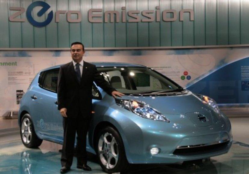 "Carlosas Ghosnas prie ""Nissan Leaf"""