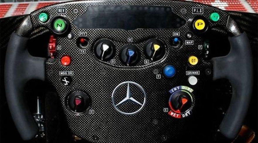 """""""McLaren MP4-26"""" bolido vairas"""