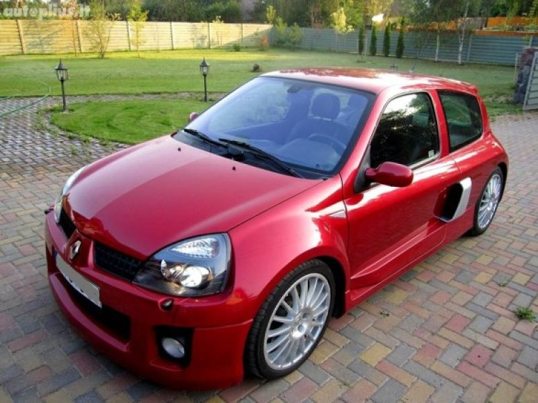 """Lietuvoje parduodamas """"Renault Clio V6"""""""
