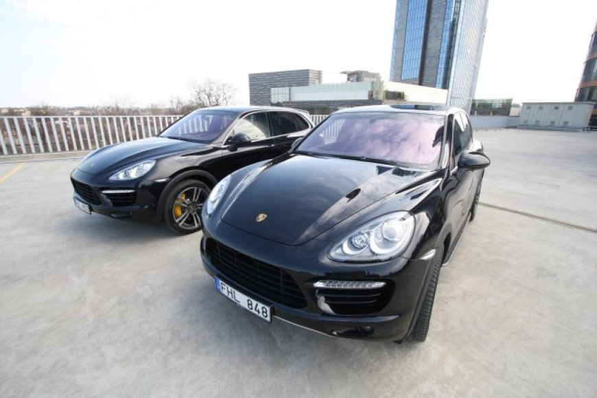"Du ""Porsche Cayenne Turbo"" - kiekvienas po 500 AG"