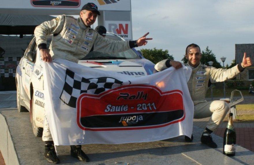 """2011 m. """"Saulės ralio"""" nugalėtojai - Vytauto Švedo ir Žilvino Sakalausko ekipažas"""