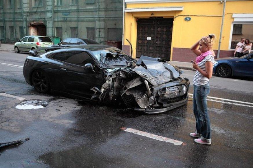 """Nissan GT-R"" avarija Maskvos centre"