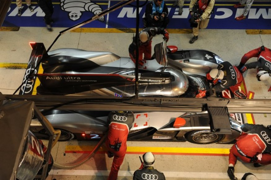 """""""Audi"""" bolidas nr. 2 – 2011 metų Le Mano 24 val. lenktynių nugalėtojas"""