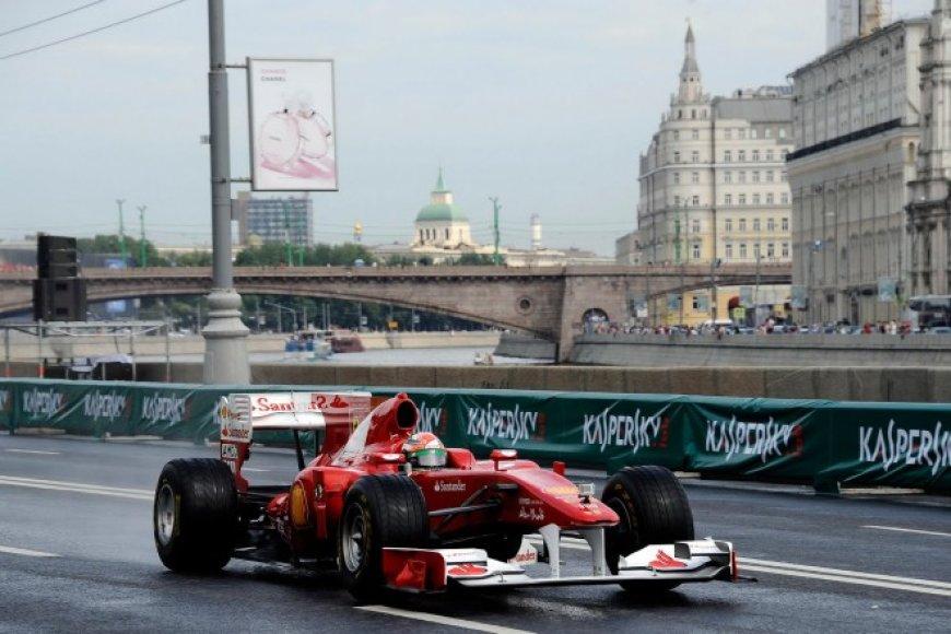 """""""Formulės-1"""" komandų šou Rusijoje"""