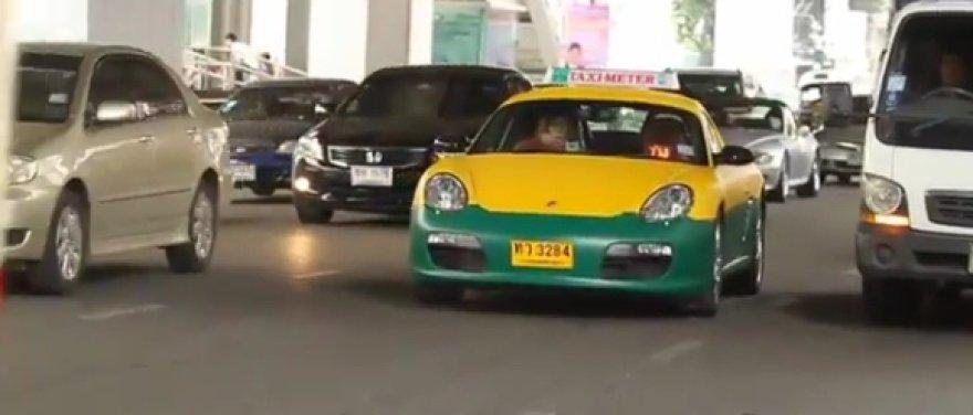 "Bankoke pasirodė ""Porsche Boxster"" taksi automobilis"