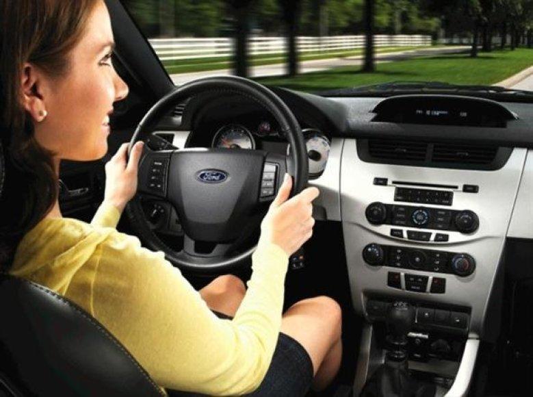 """""""Ford"""" tobulina tarpusavyje bendraujančių automobilių sistemas"""
