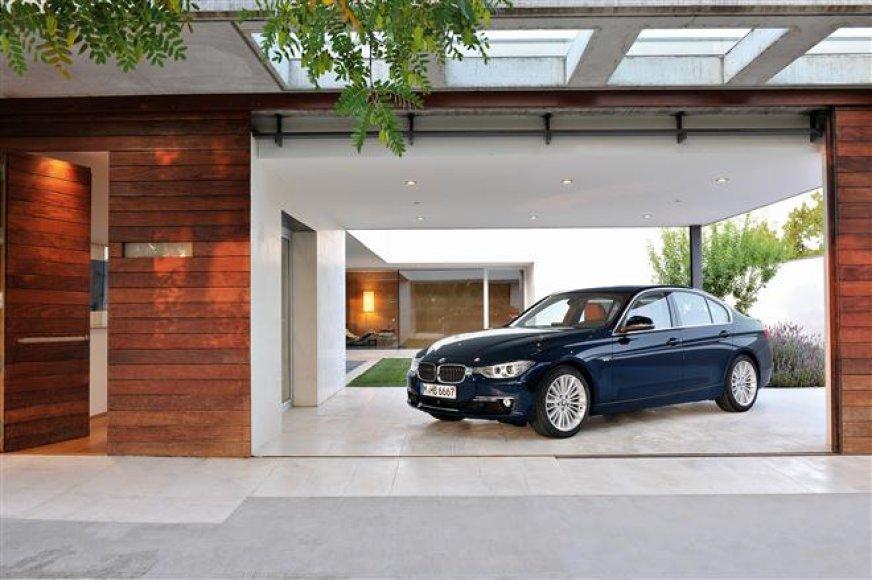 "BMW 3 serija. ""Luxury Line"" komplaktacija"
